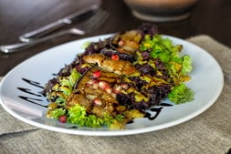 Warm salad with veal and eggplant